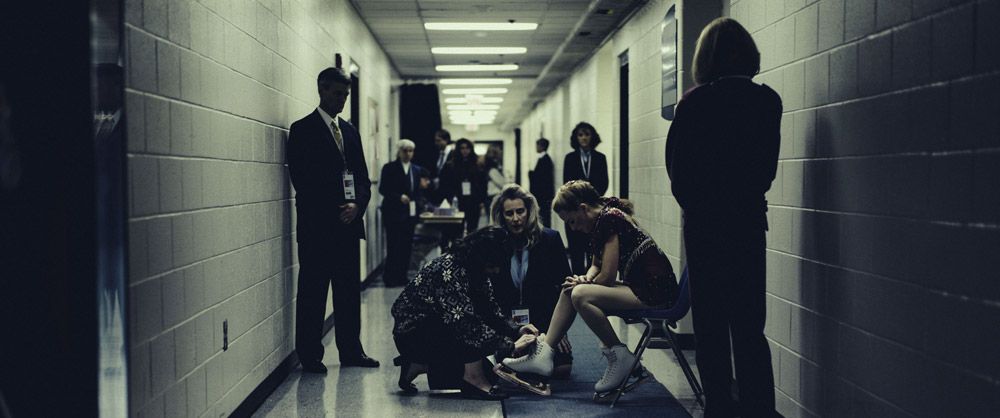 6-_Tonya_Harding_(Margot_Robbie)_before_competing_at_the_Olympics_in_I,_TONYA,_courtesy_of_NEON